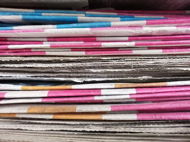 Большой стог старых газет стоковые фото