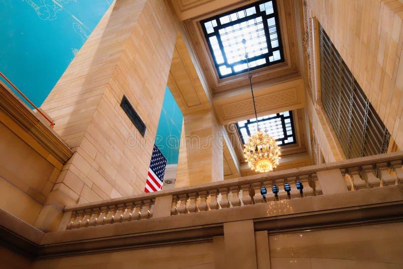 Большой центральный терминал в Нью-Йорке Интерьер основного конкурса, архитектурноакустических деталей, взгляда снизу стоковые фотографии rf