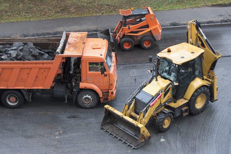 Большой экскаватор jackhammer и колеса мини стоковая фотография rf