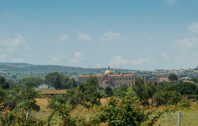 Большой vila с виноградниками в Каталонии, Испании стоковая фотография rf