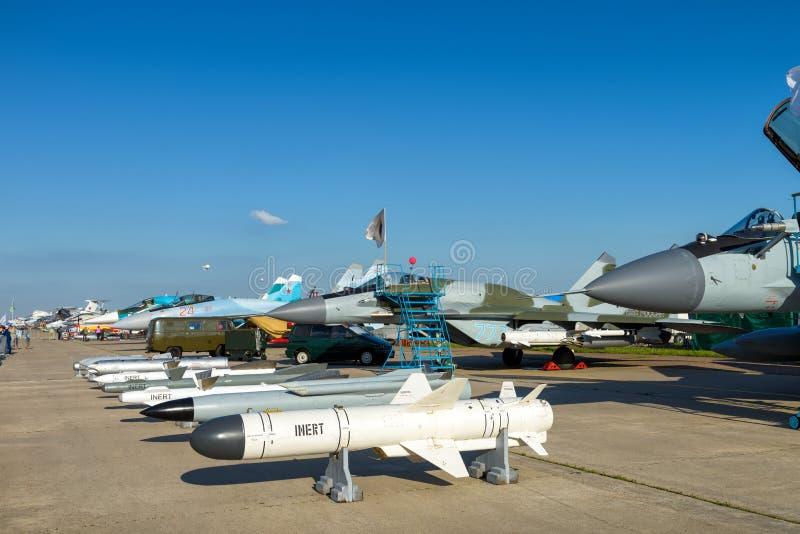 Бомбы и ракеты для русского бойца воздуха стоковое изображение rf