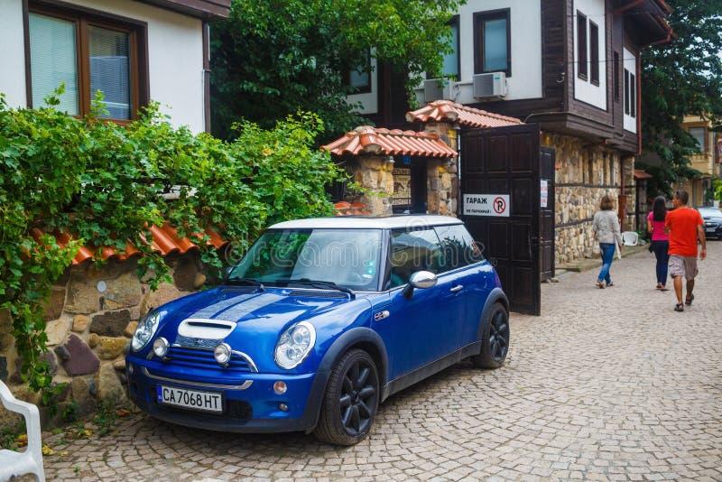 Бондарь голубого автомобиля мини стоковая фотография rf