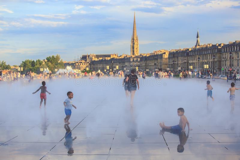 Бордо мочит зеркало, бассейн самое большое зеркало воды в мире с 3450 кв M стоковое фото rf