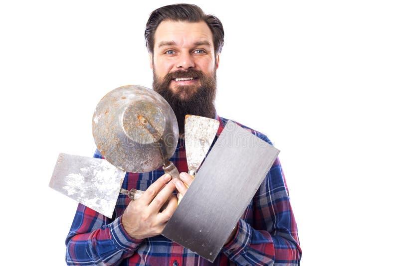 Бородатое удерживание человека использовало инструменты masonry изолированные на белизне стоковое фото