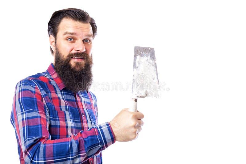 Бородатое удерживание человека использовало инструмент masonry изолированный на белизне стоковое изображение rf