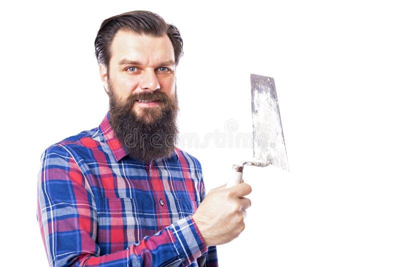Бородатое удерживание человека использовало инструмент masonry изолированный на белизне стоковая фотография rf