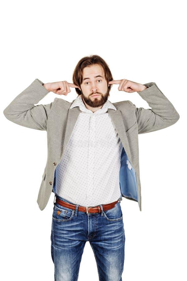 Бородатый молодой бизнесмен используя цифровую таблетку Isolat портрета стоковые фотографии rf