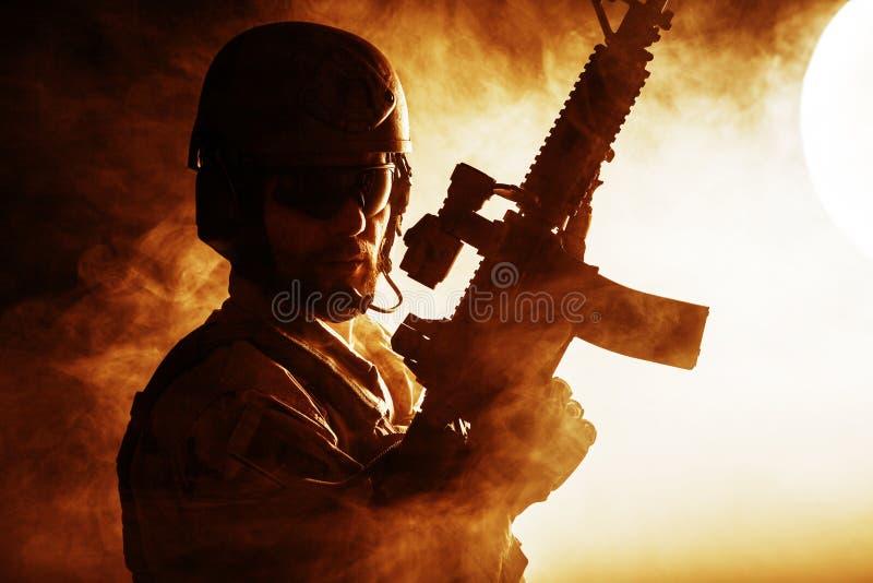 Бородатый солдат сил специального назначения стоковые фотографии rf