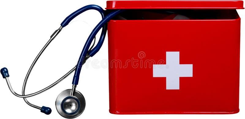 Бортовая аптечка с стетоскопом - изолированное изображение стоковая фотография