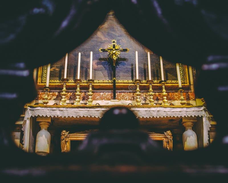 Бортовой алтар в St Michael и Cajatan стоковая фотография