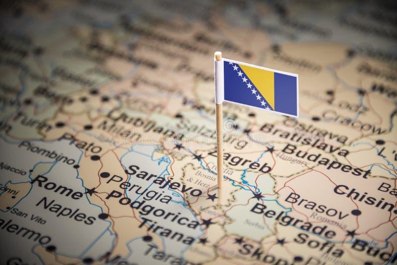 Босния и Герцеговина отметила с флагом на карте стоковые фото