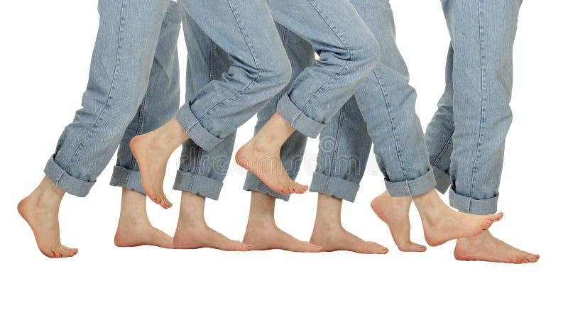 босоногое движение мужчины ног стоковая фотография