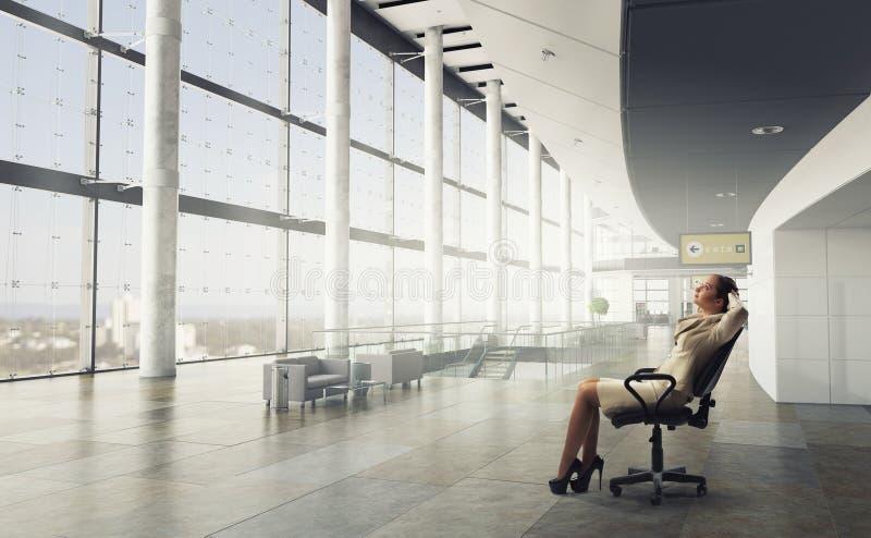 Download Босс дамы в стуле офиса Мультимедиа Стоковое Фото - изображение насчитывающей работник, мило: 81809252