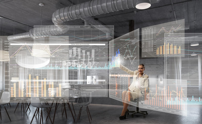 Download Босс дамы в стуле офиса Мультимедиа Стоковое Изображение - изображение насчитывающей персона, офис: 81809401
