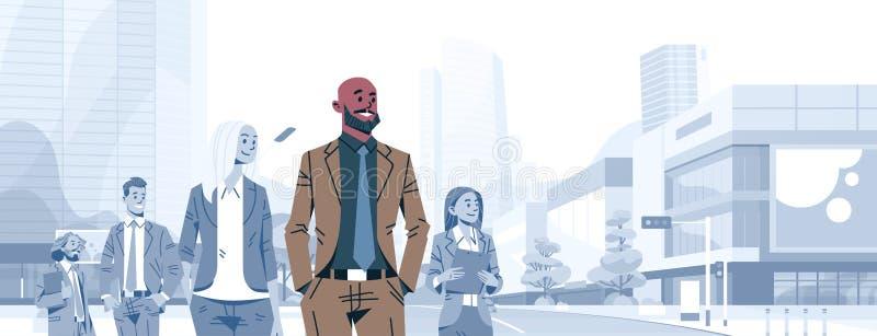 Босс руководителя группы бизнесмена лысой головы стоит вне бизнесмены шаржа мужчины концепции руководства группы индивидуального иллюстрация вектора