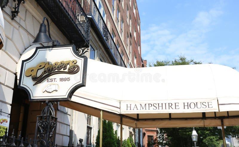 БОСТОН, SEPT. 9: Ресторан бар приветственных восклицаний основанный в 1969 как бушель стоковое изображение rf