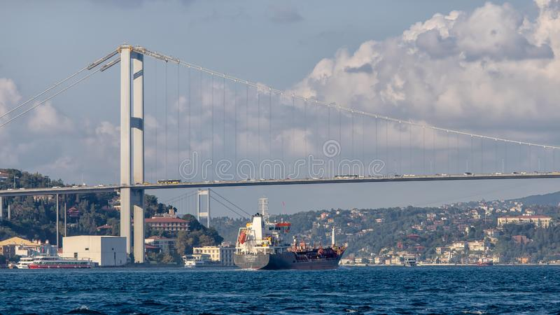 Босфорский мост в день частичной тучи стоковая фотография rf
