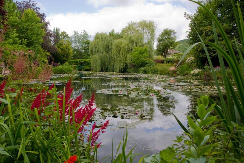 Ботанический сад художника Monet в Giverny, Франции стоковые изображения rf