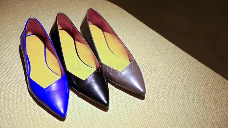 Ботинки дам кожаные стоковое изображение