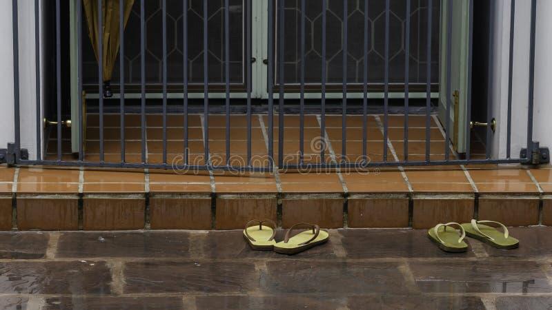 Ботинки вне виска стоковое фото