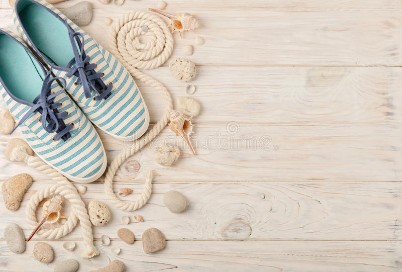 Ботинки лета ` s женщин на праздники пляжа стоковое фото rf