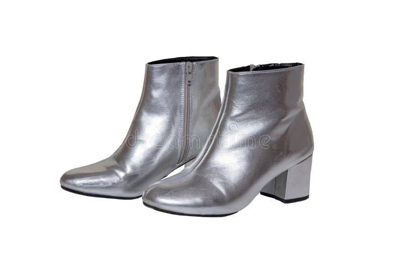 Ботинки и ботинки женщин Ботинки пары женские серебряные изолированные на белой предпосылке Собрание 2019 моды кожаного ботинка н стоковое фото rf