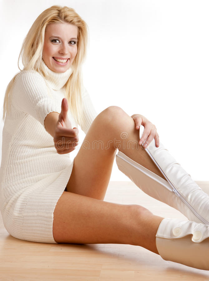 ботинки кладя женщину стоковая фотография rf