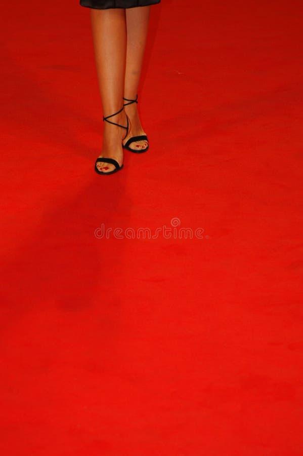 ботинки красного цвета ковра стоковая фотография