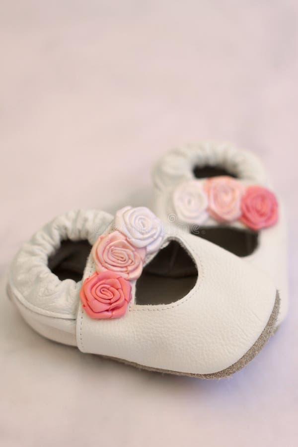 ботинки младенца первые стоковая фотография