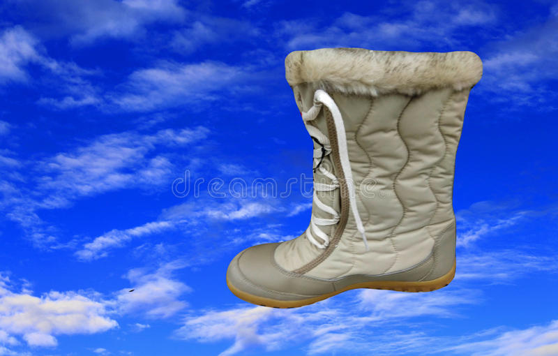 Ботинки моды и голубое небо стоковые изображения rf