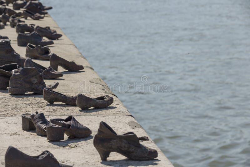 Ботинки на банке Дуная в Будапеште стоковые фотографии rf