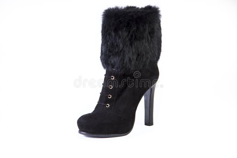 Ботинки на белой предпосылке, ботинки женщин с ботинками меха, осени и зимы стоковые изображения