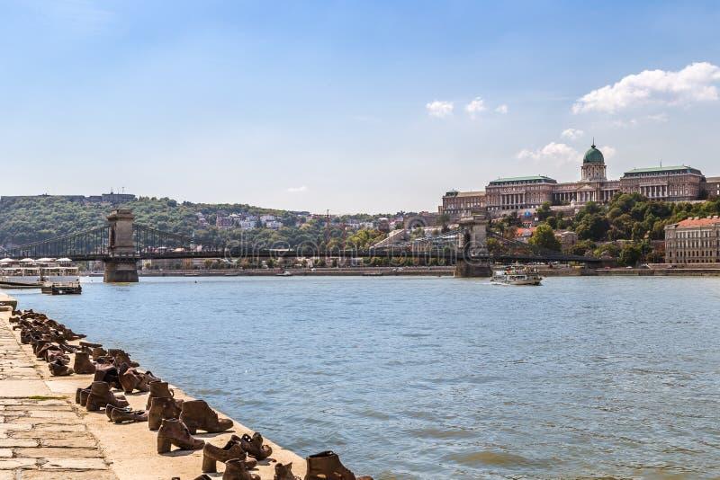 Ботинки на променад Дуна стоковое изображение