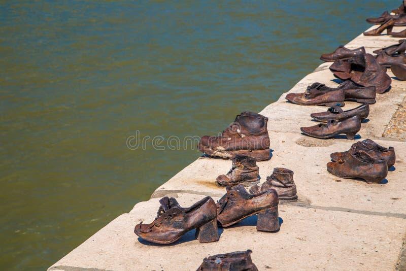 Ботинки на променад Дуна стоковая фотография rf