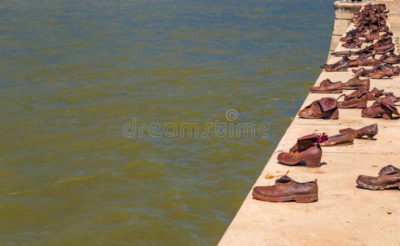 Ботинки на променад Дуна стоковая фотография