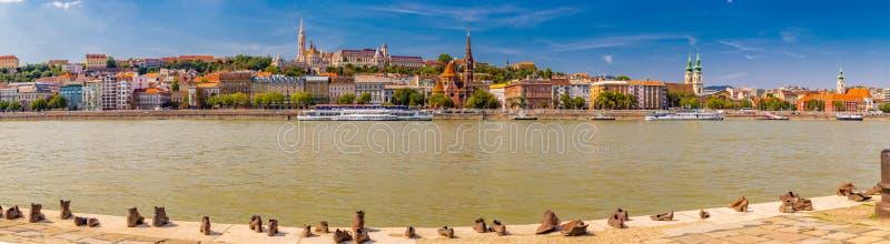 Ботинки на променад Дуна стоковое изображение rf
