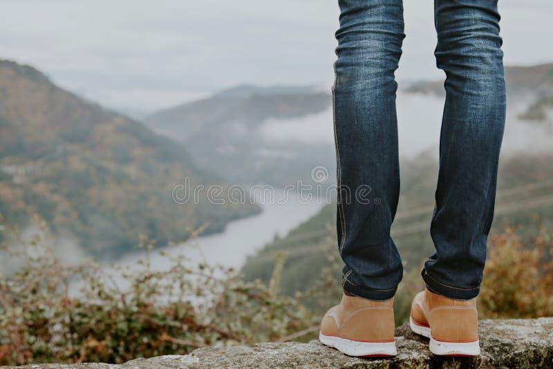 Ботинки с горами стоковые изображения