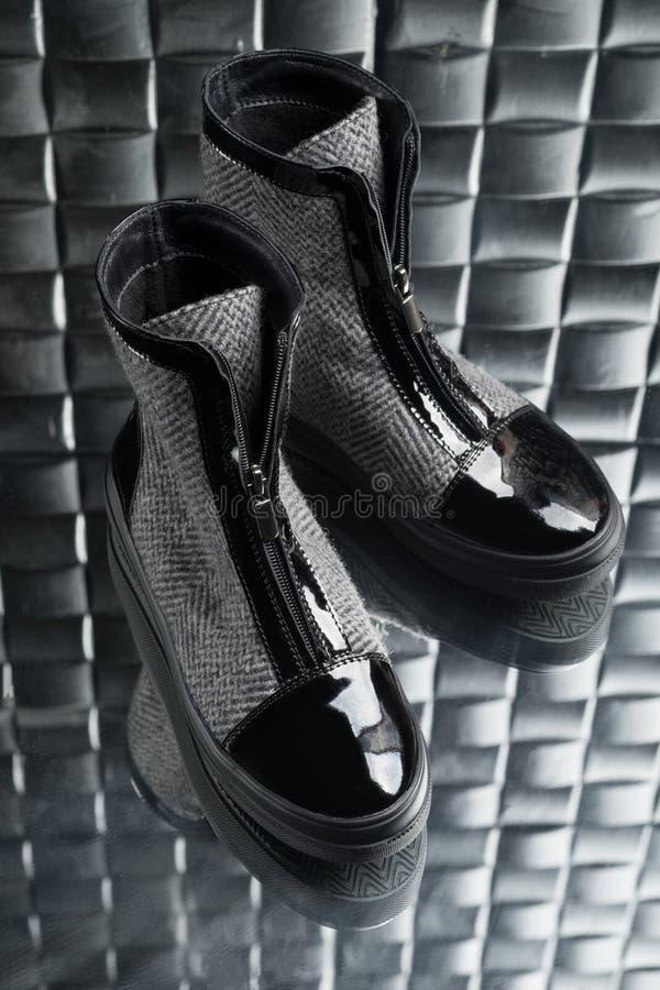 Ботинки с молнией для женщин стоковое изображение rf