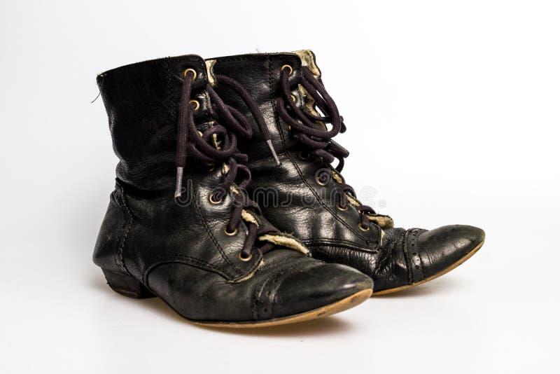 Ботинки черных кожаных женщин стоковое фото rf