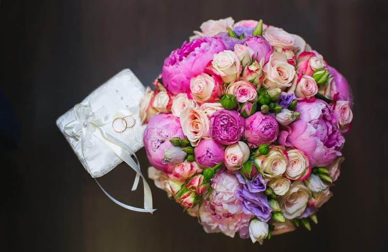 Ботинки любовников обручальных колец bridal стоковое фото rf