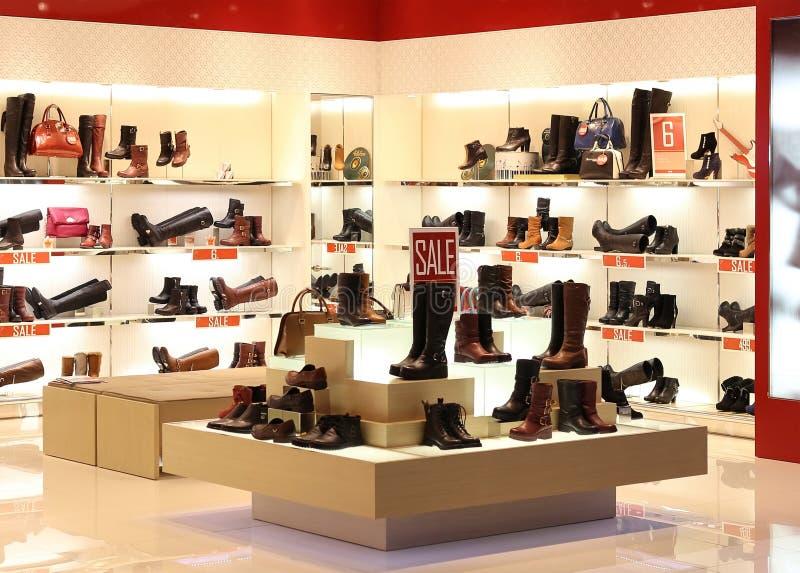 Ботинок в магазине стоковое изображение rf