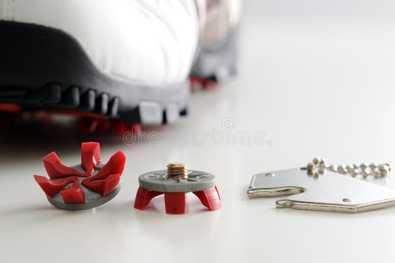ботинок консервооткрывателя ногтя гольфа стоковые изображения