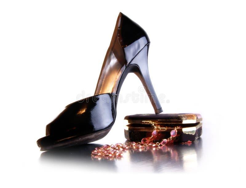 ботинок ожерелья ювелирных изделий способа коробки стоковые фотографии rf