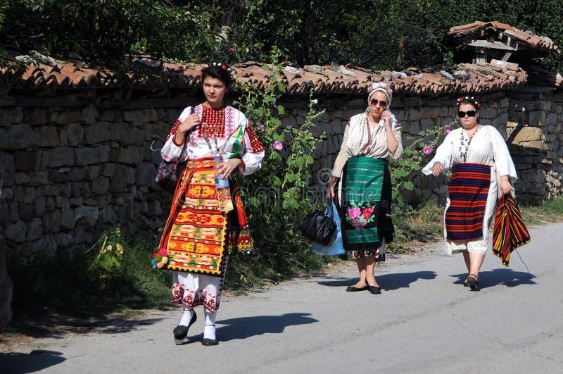 Болгарские женщины в традиционном платье стоковое фото
