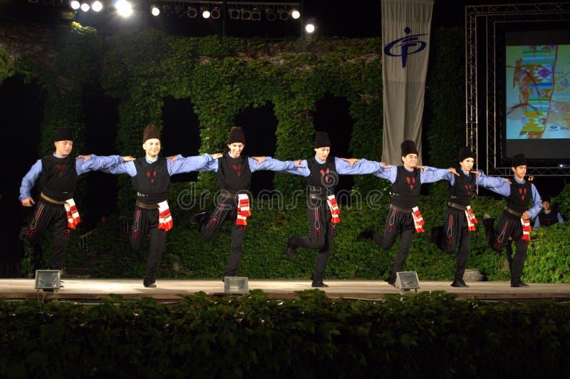 Болгарские танцоры на фольклорном этапе фестиваля стоковая фотография rf