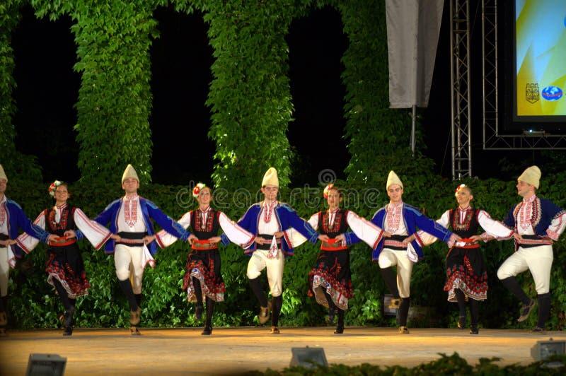 Болгарские танцоры на фольклорном этапе фестиваля стоковые изображения rf