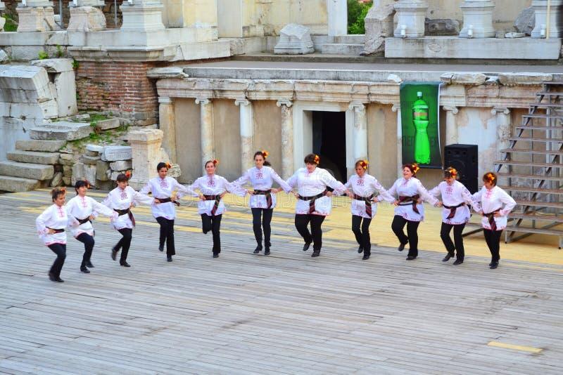 Болгарские танцоры фольклора стоковое изображение rf