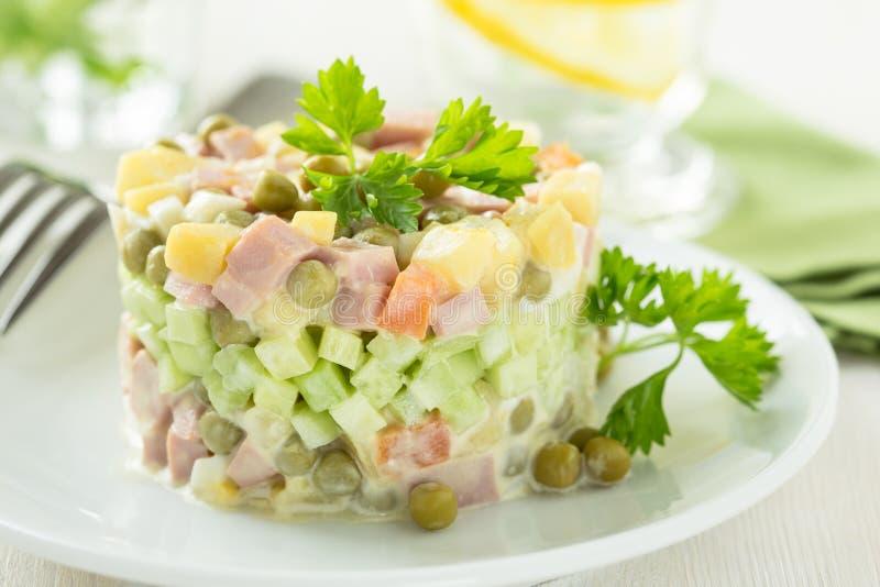 Download более Olivier русский салат Стоковое Фото - изображение насчитывающей обед, прервано: 40591722