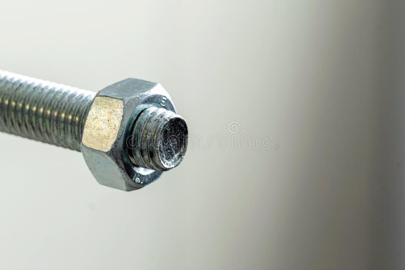 Болты и гайки нержавеющей стали на белой предпосылке Болт, мытье стоковая фотография