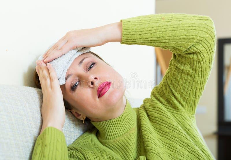 больная женщина стоковая фотография